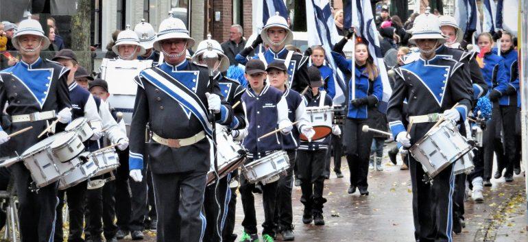 Sint publiek genoot op Harlinger Voorstraat van Hosanna